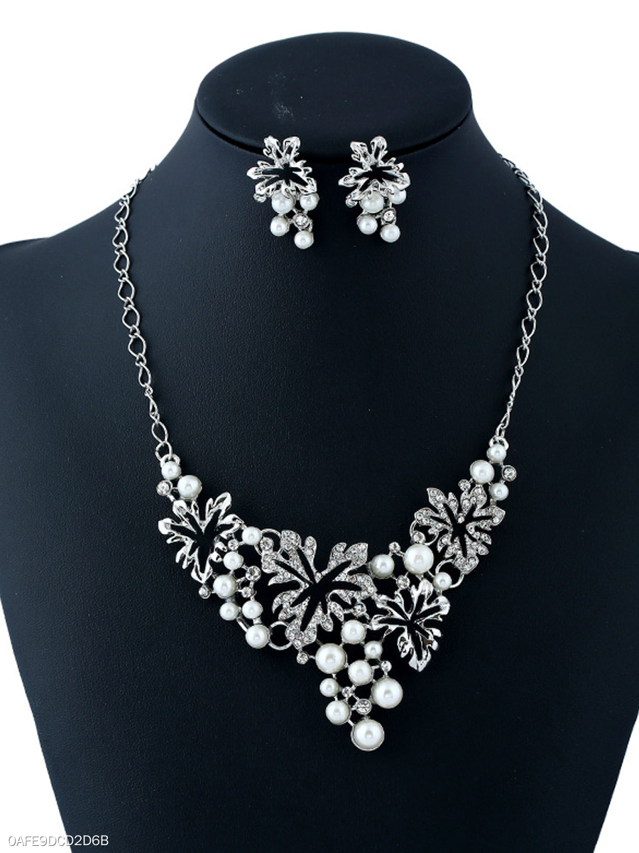 Hollow Out Floral Beads Pendant Necklace And Earrings Set
