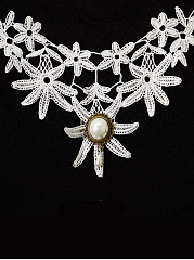 Daisy Faux Crystal Lace Necklace