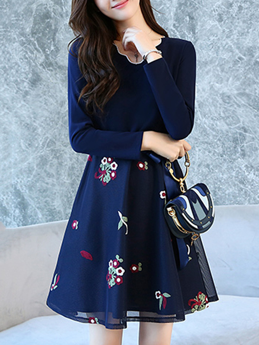 Scallop Neck Embroidery Bowknot Skater Dress