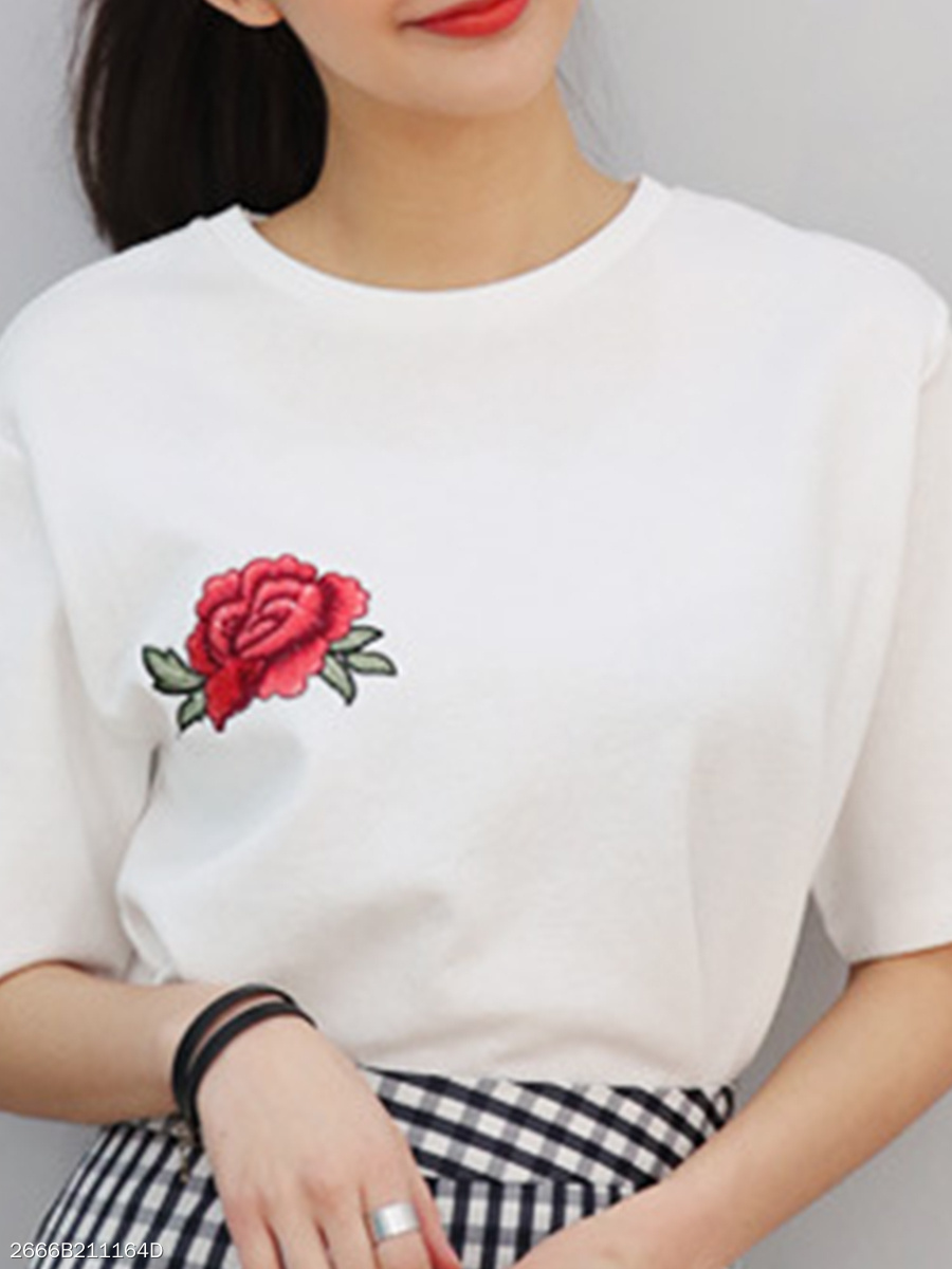 Summer  Polyester  Women  Round Neck  Embroidery Short Sleeve T-Shirts