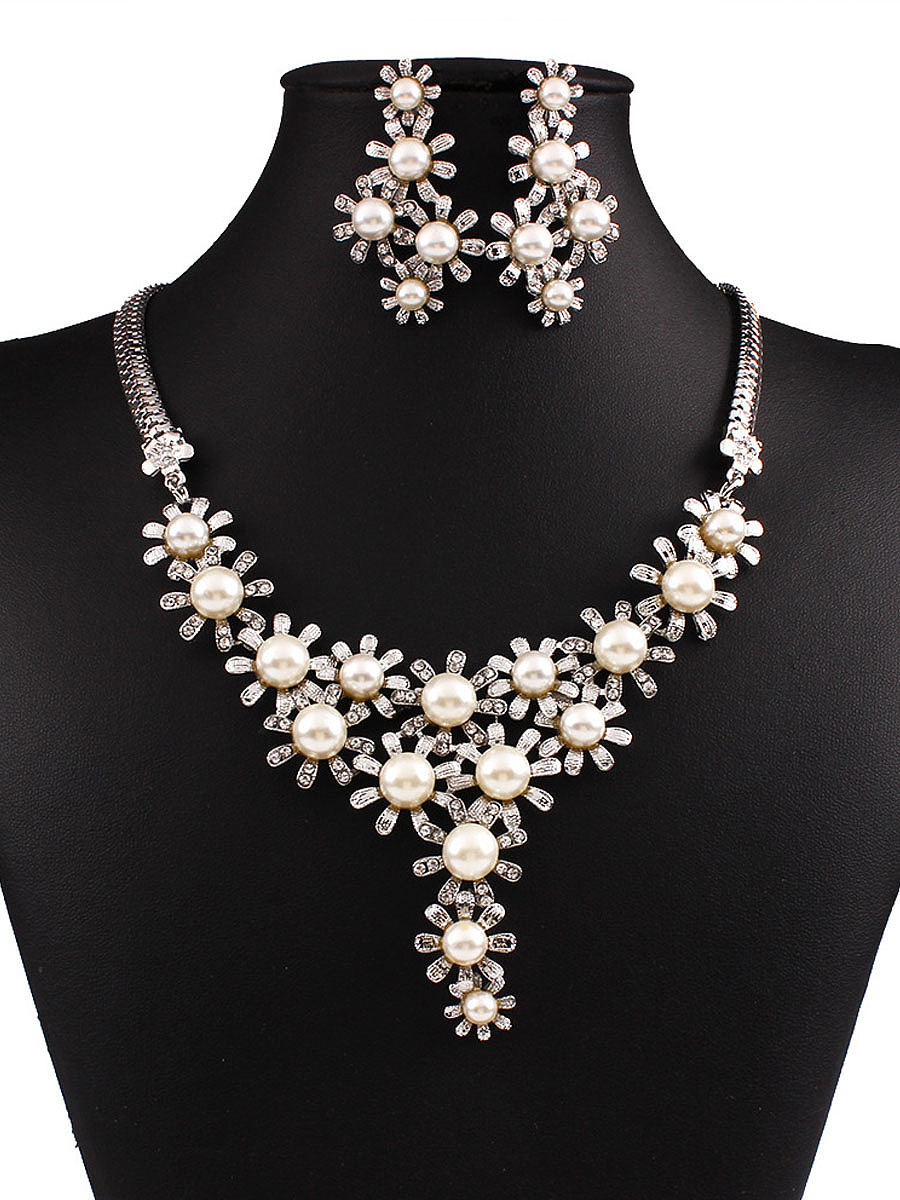 Daisy Shape Pearl Necklace And Earrings