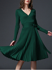 Sexy V-Neck Solid Pleated Knitted Skater Dress