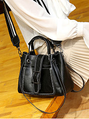 Chic And Simple Shoulder Bags For Women