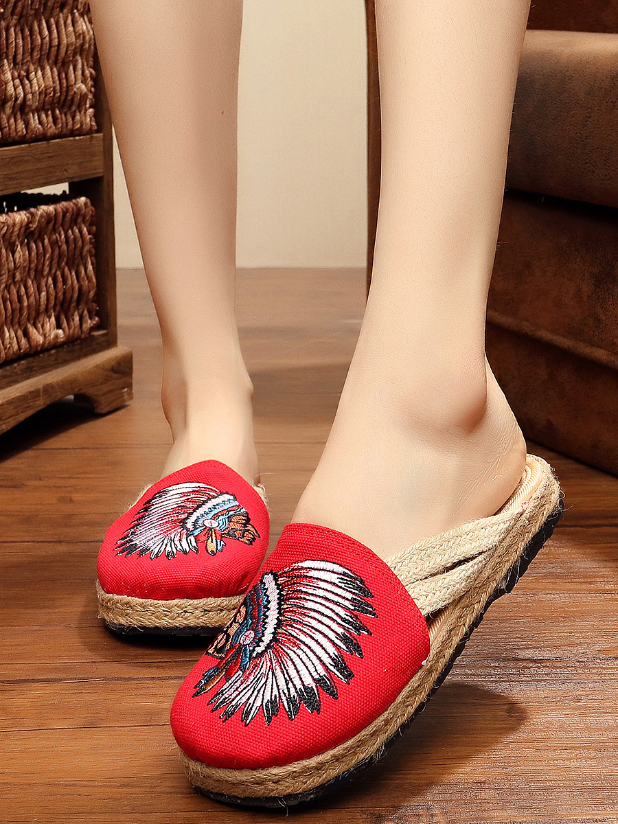 Round-Toe Embroidery Slippers