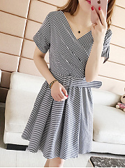 V-Neck  Belt  Striped Skater Dress