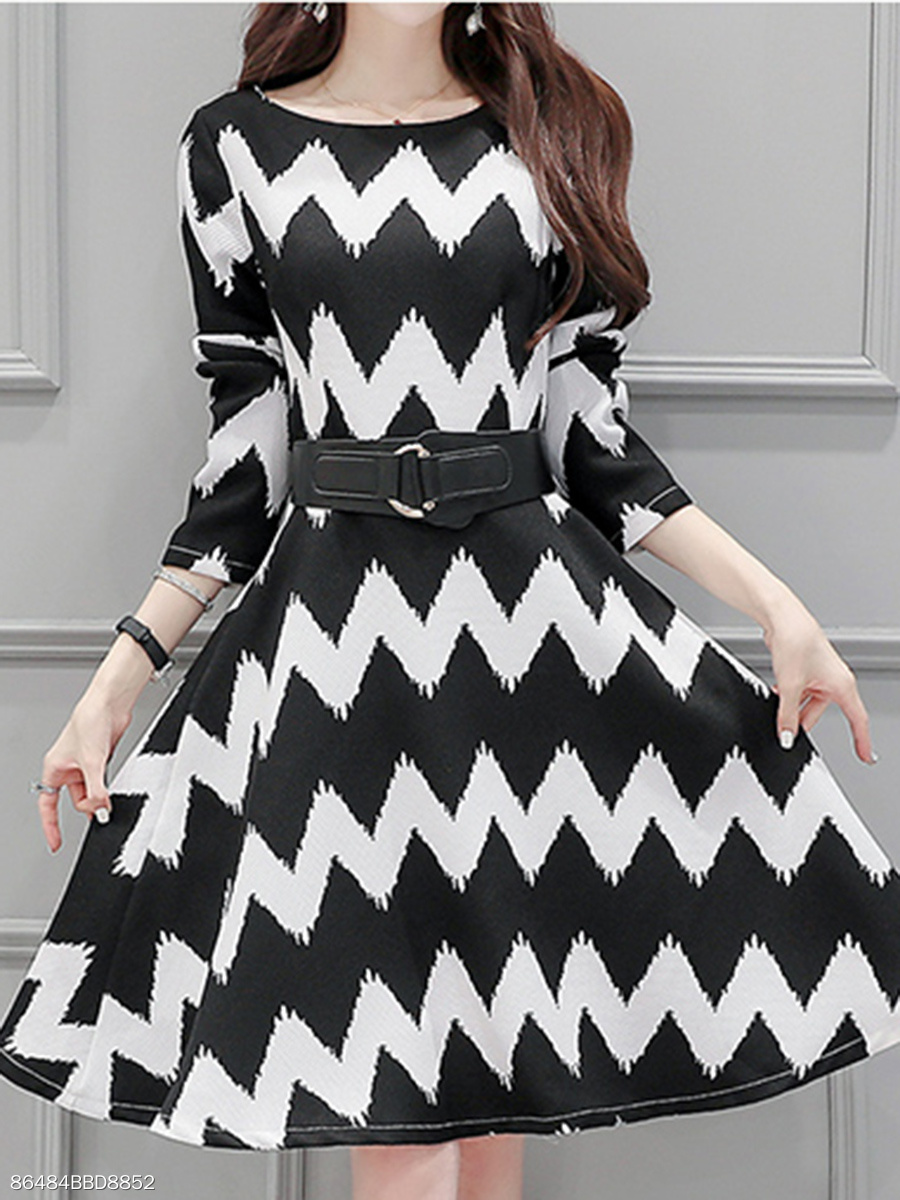 Scoop Neck  Ruffled Hem  Belt Contrast Piping  Color Block Printed Skater Dress