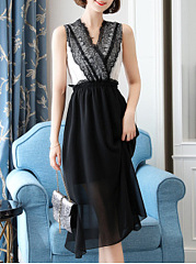 V-Neck  Decorative Lace  Color Block Maxi Dress