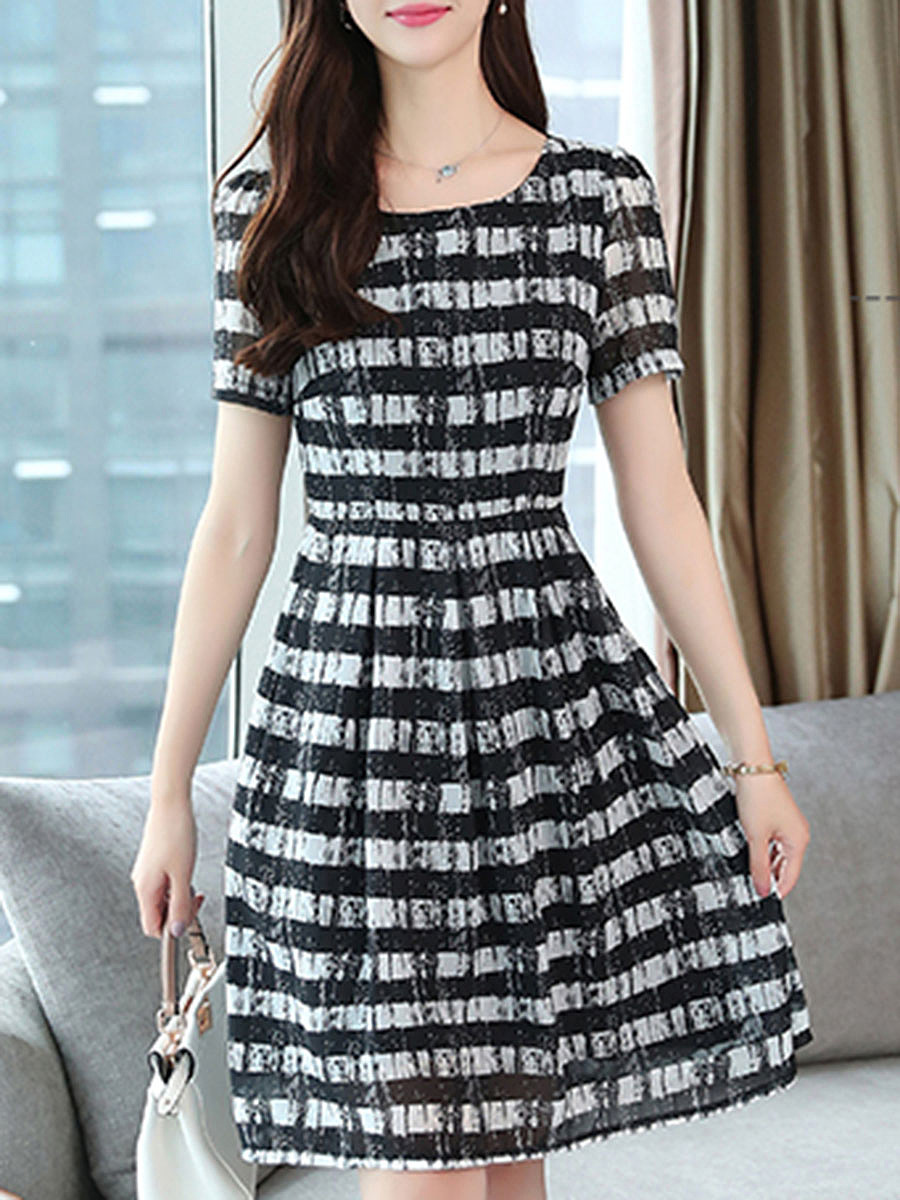 Round Neck  Ruffled Hem  Contrast Piping  Color Block Striped Skater Dress