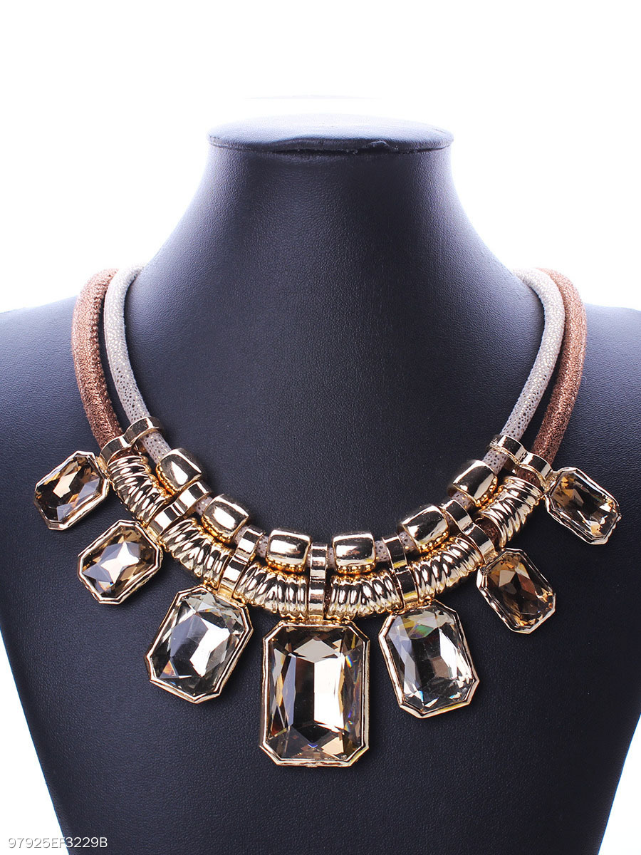 Luxurious Squared Imitated Crystal Necklace