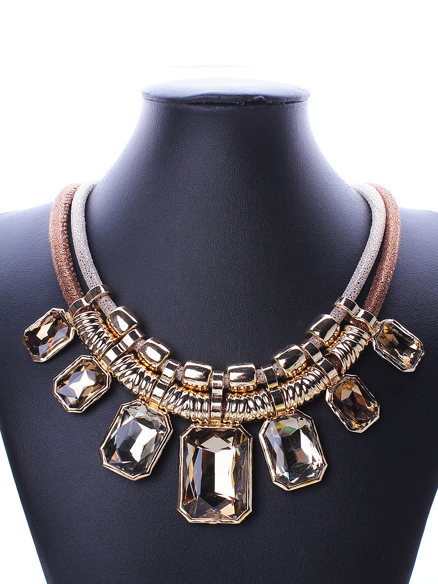 Luxurious Squared Crystal Necklace