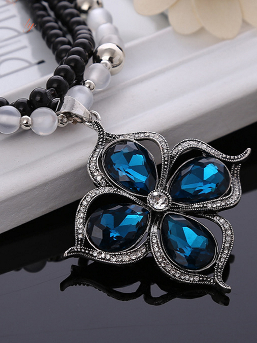 Blue Crystal Flower Shape Bead Necklace
