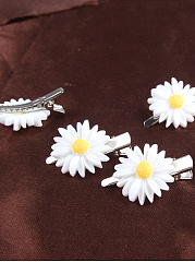 Daisy Shape Hair Clip One Included