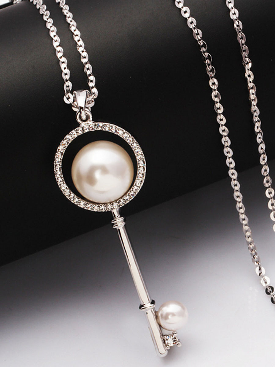 Pearl Rhinestone Key Shape Pendant Necklace