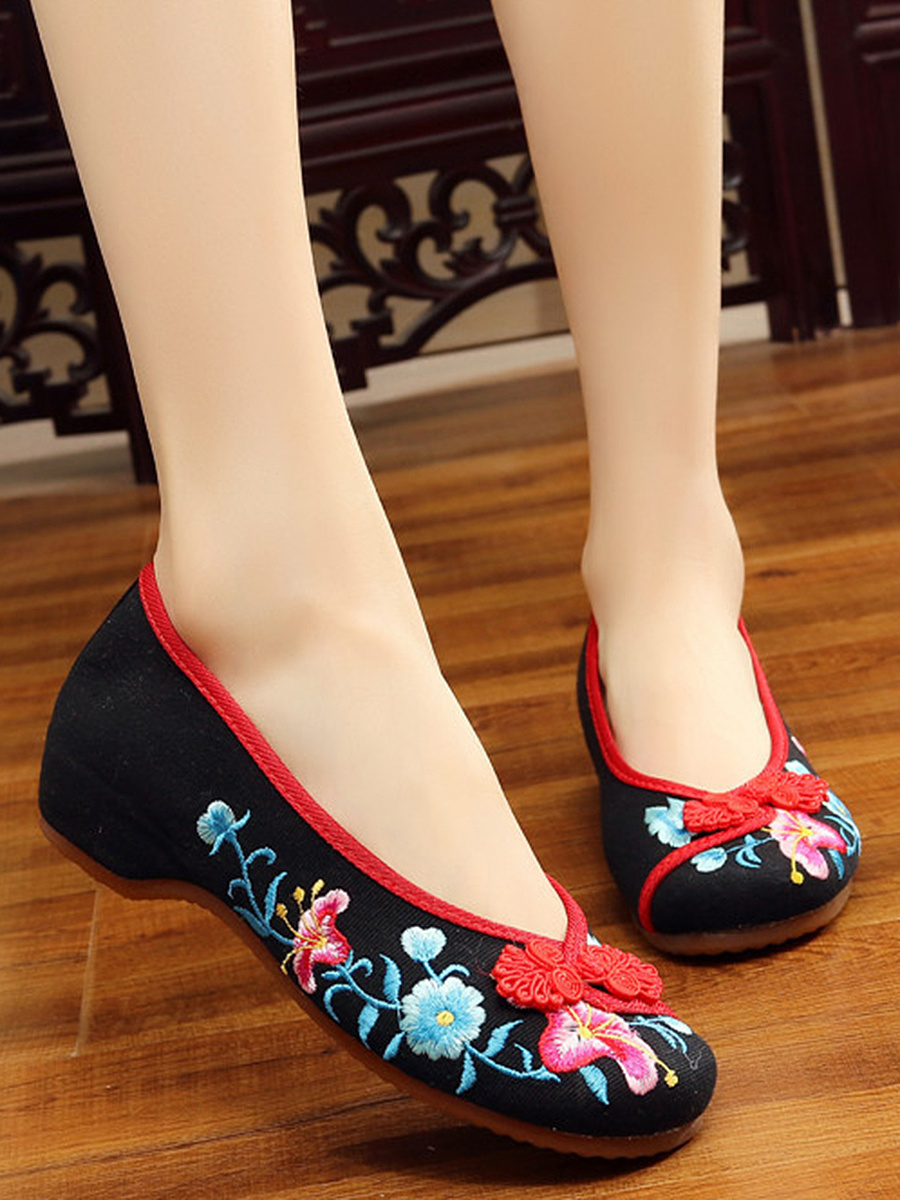 Hidden Heel Embroidery Pumps