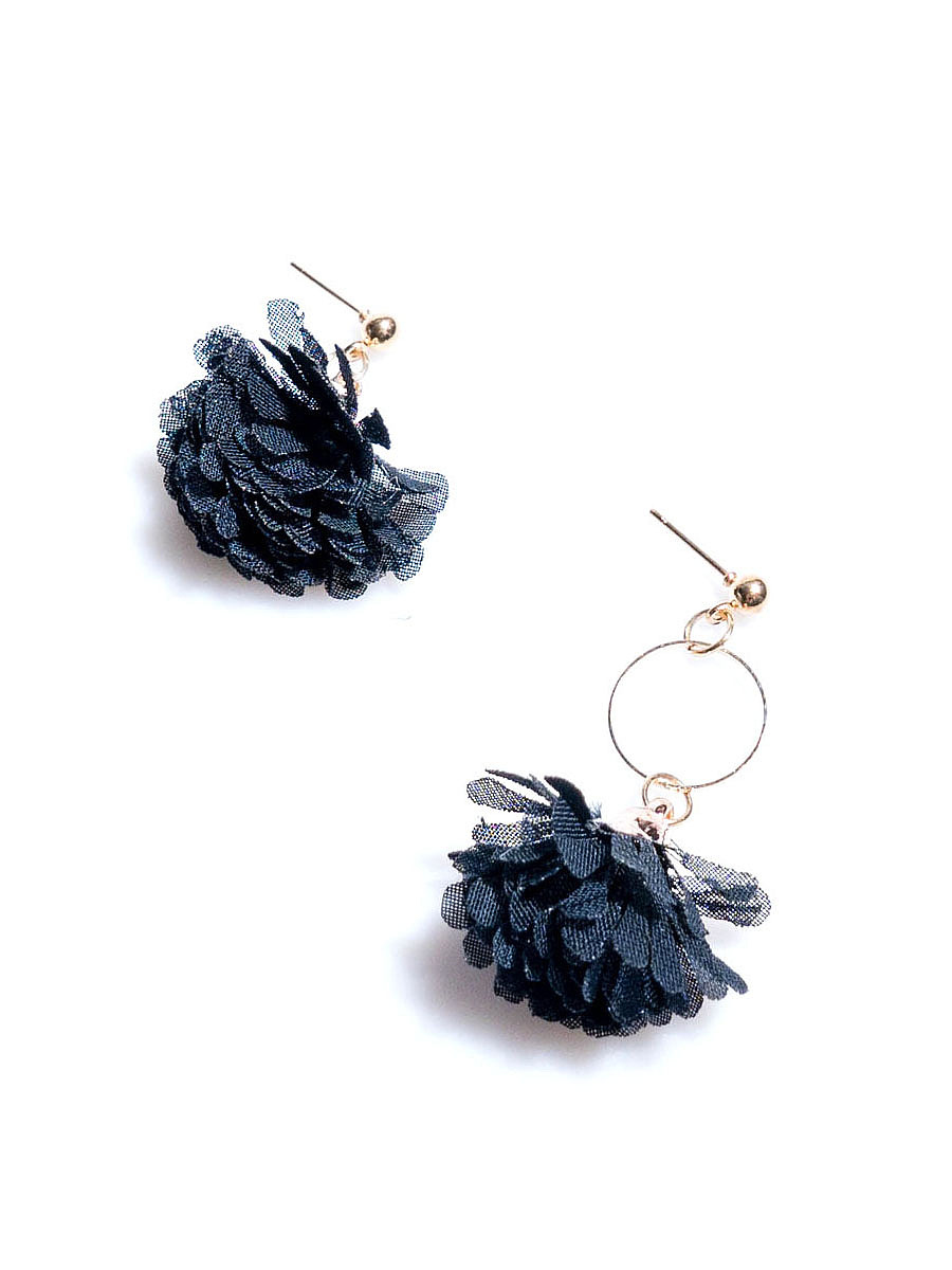 Black Daisy Mesh Earrings
