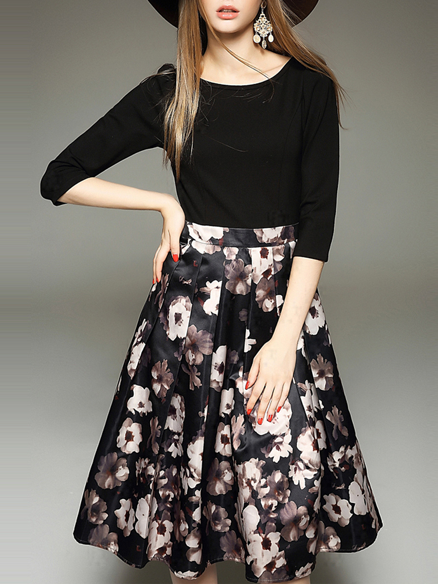 Courtly Floral Printed Round Neck Midi Skater Dress
