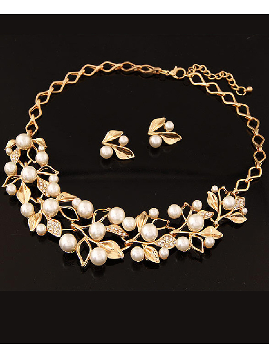 Gold Plated Inlaid With Imitation Diamond Pearl Necklace