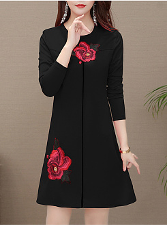 Round Neck Casual Applique Shift Dress